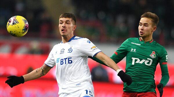 Защитник Динамо Роман Нойштедтер (слева)