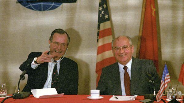 Совместная пресс-конференция Председателя Верховного Совета СССР Михаила Горбачева и президента США Джорджа Буша