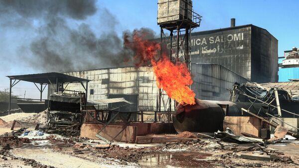 Пожар в цехе по производству керамики в промышленной зоне на севере Судана в Хартуме. 3 декабря 2019
