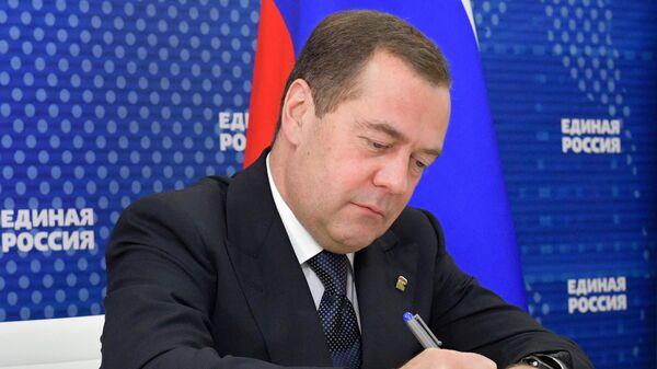 Председатель правительства России, председатель партии Единая Россия Дмитрий Медведев
