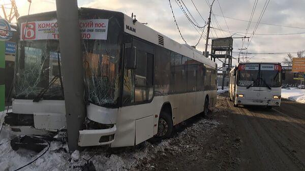 На месте ДТП с участием автобуса в Саратове. 4 декабря 2019