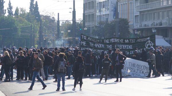 Демонстранты во время акции протеста в Афинах, Греция. 6 декабря 2019