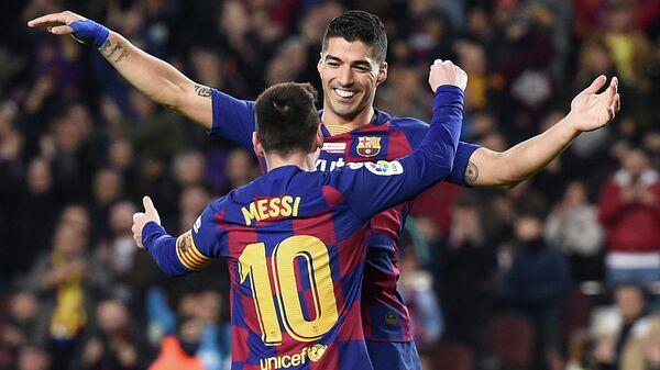 Игроки ФК Барселона Лионель Месси и Луис Суарес