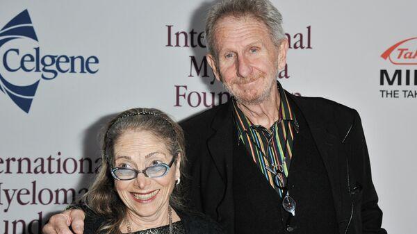 Рене Обержонуа с супругой