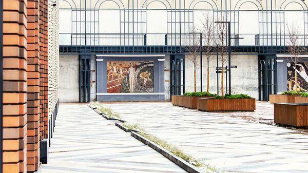 Отреставрированные мозаичные панно у станции метро Динамо в Москве