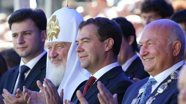 Мэр Москвы Юрий Лужков, президент РФ Дмитрий Медведев и патриарх Московский и всея Руси Кирилл во время торжественной церемонии открытия Дня города, которая проходит на Тверской площади. 5 сентября 2009 года