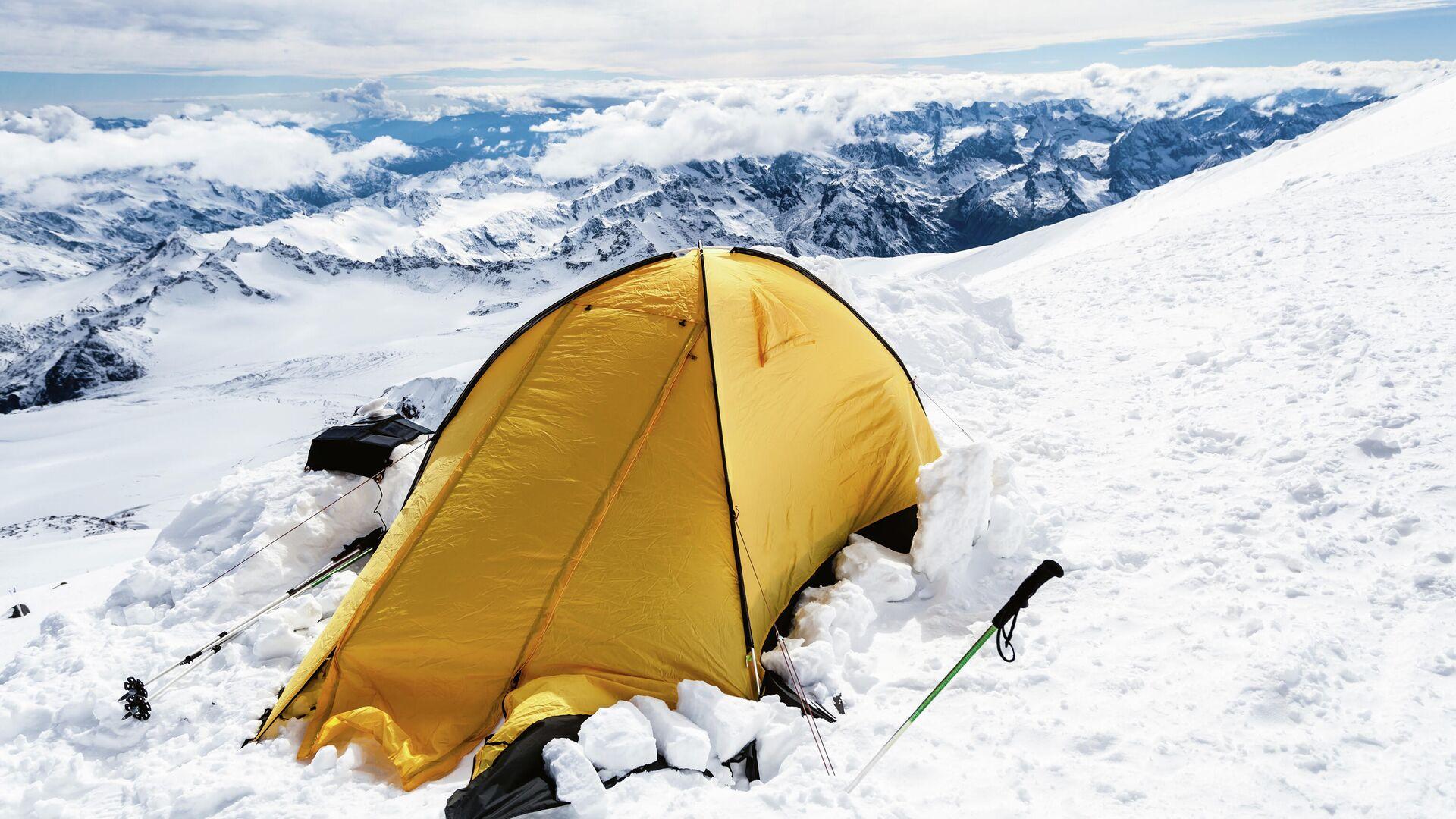 Палаточный лагерь по пути на вершину горы Эльбрус  - РИА Новости, 1920, 24.09.2021