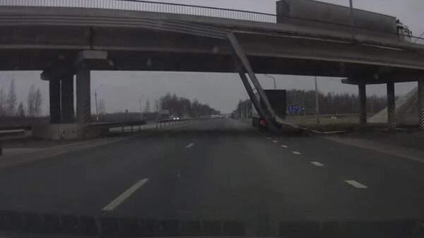 Момент обрушения моста под Владимиром попал на видео