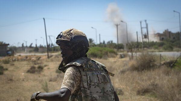 Боец сил Правительства национального согласия Ливии во время столкновений с армией Халифы Хафтара