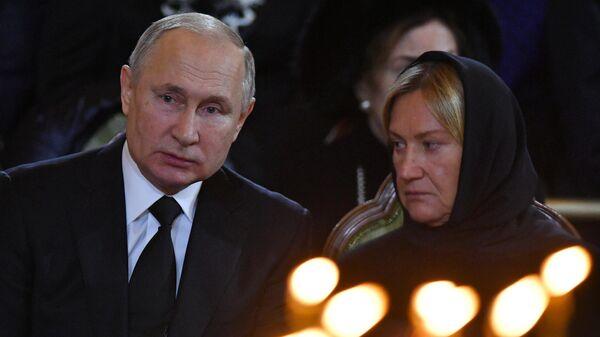 Президент РФ В. Путин на церемонии прощания с бывшим мэром Москвы Юрием Лужковым в храме Христа Спасителя