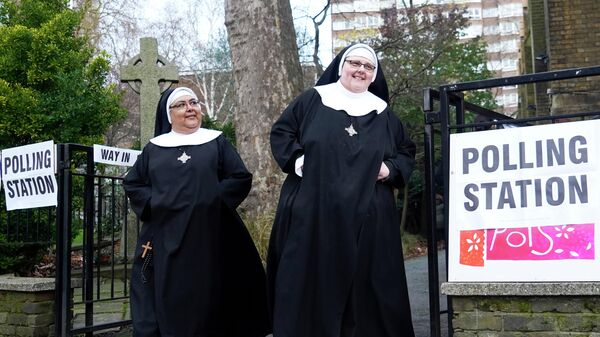 Монахини у избирательного участка в Лондоне