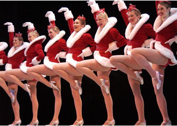 Участницы шоу Radio City Rockettes