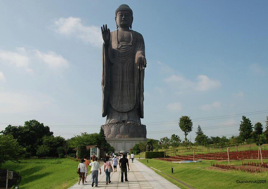 Статуя Усику Дайбуцу