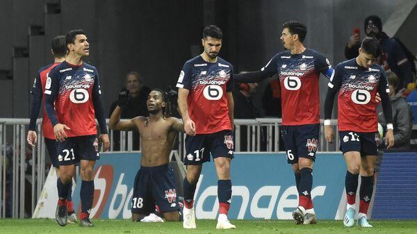 Футболисты Лилля радуются забитому голу
