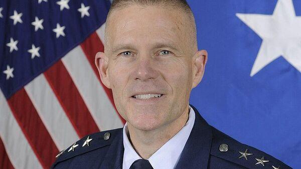 Американский генерал-лейтенант в отставке Стивен Кваст
