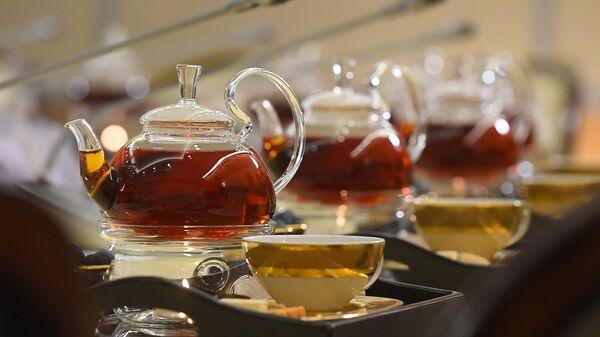 Чайник с чаем