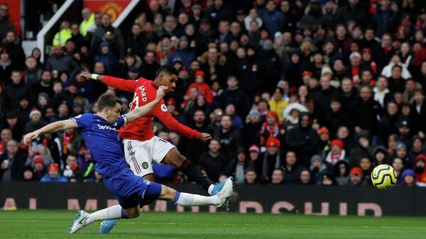 Форвард Манчестер Юнайтед Маркус Рэшфорд в матче с Эвертон