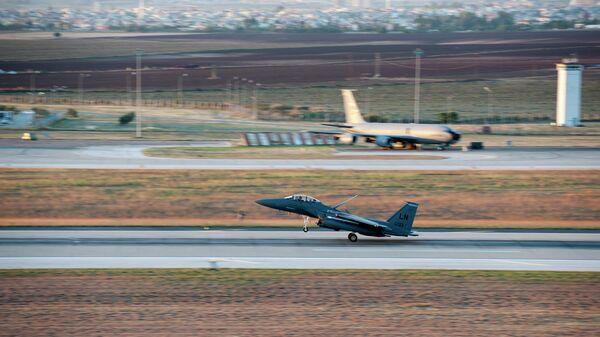 Истребитель ВВС США F-15E Strike Eagle на авиабазе Инджирлик, Турция