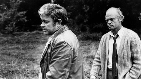 Кадр из фильма Солярис. 1972 год. В роли Криса Кельвина актер Донатас Банионис, в роли Анри Бертона - Владислав Дворжецкий.