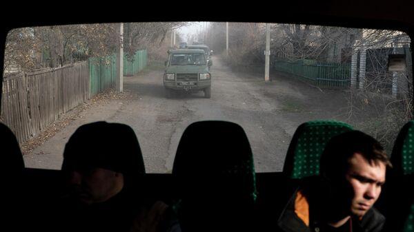 Украинская военная техника возле линии соприкосновения в Катериновке, Луганская область