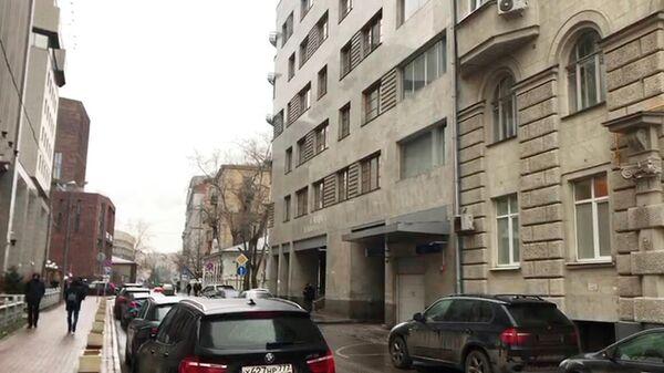 Рядом с домом в центре Москвы, где находится квартира Михаила Гуцериева