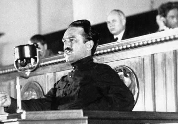 Народный комиссар пищевой промышленности СССР Анастас Иванович Микоян выступает на Первом Всесоюзном совещании стахановцев в Кремле