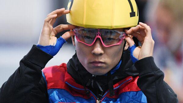 Виктор Ан (Россия) во время соревнований Открытого кубка Союза конькобежцев России по шорт-треку.