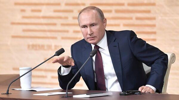 Президент РФ Владимир Путин на большой ежегодной пресс-конференци