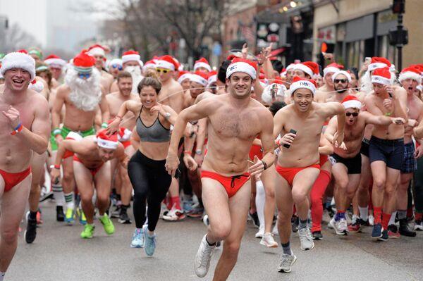 Забег Санта-Клаусов в Бостоне, штат Массачусетс
