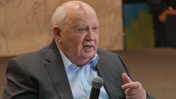 Хасбулатов рассказал, как Горбачев мог частично сохранить СССР