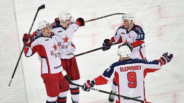 Хоккеисты ЦСКА празднуют победу над СКА в матче регулярного чемпионата КХЛ