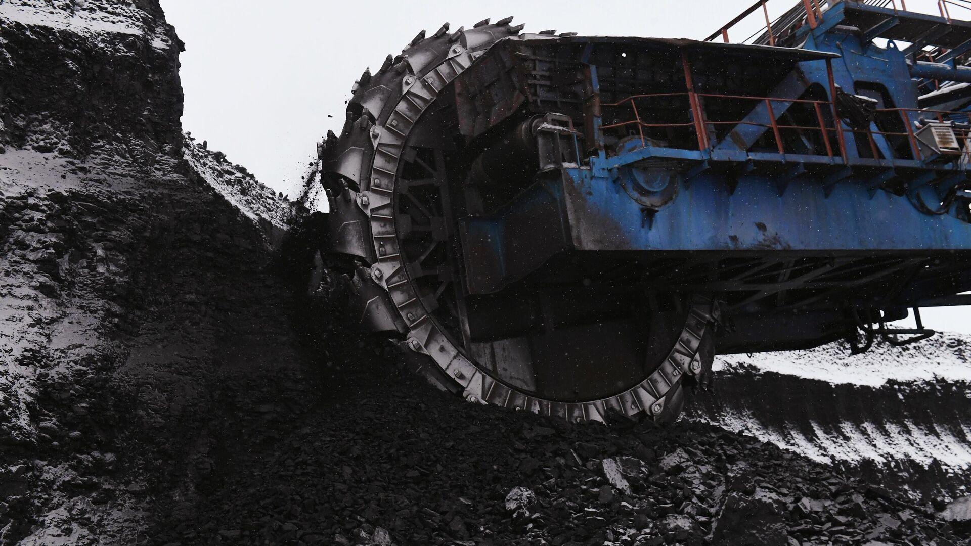 Карьерный роторный экскаватор ЭРП-2500 добывает уголь на крупнейшем в России Бородинском угольном разрезе  - РИА Новости, 1920, 06.02.2020