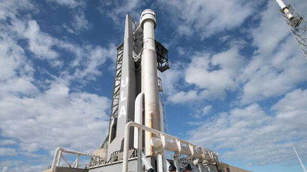 Космический корабль Starliner на стартовой площадке перед орбитальным испытательным полетом 19 декабря 2019 года на станции ВВС Кейп-Канаверал во Флориде