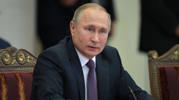 Президент РФ Владимир Путин на заседании Высшего евразийского экономического совета (ВЕЭС) в расширенном составе