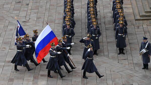 Военнослужащие Президентского полка во время церемонии развода пеших и конных караулов