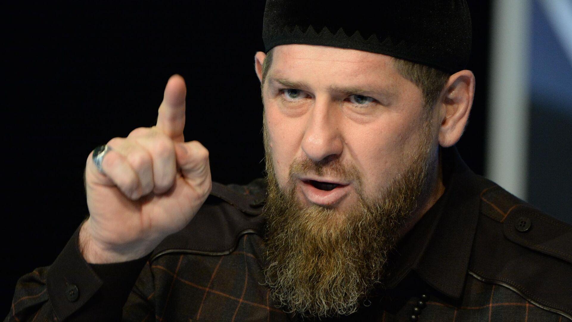 Глава Чеченской Республики Рамзан Кадыров на пресс-конференции в студии телеканала Грозный - РИА Новости, 1920, 19.03.2021