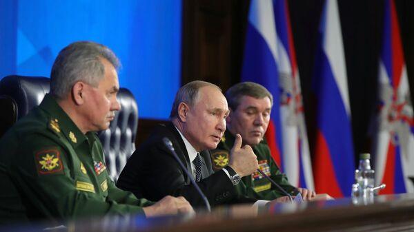 Верховный главнокомандующий, президент РФ Владимир Путин на ежегодном расширенном заседании коллегии министерства обороны РФ