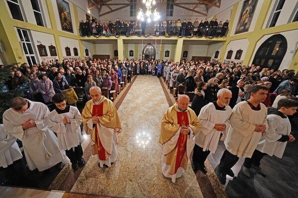 Рождественская месса в римско-католическом соборе Святого Адальберта в Калининграде