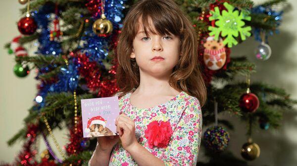 Шестилетняя Флоренс Уиддиком, нашедшая в рождественской открытке призыв о помощи от заключенных из китайской тюрьмы