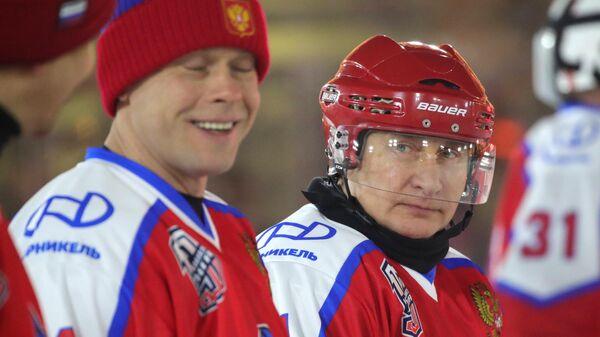 Президент РФ В. Путин принял участие в предновогоднем товарищеском матче Ночной хоккейной лиги