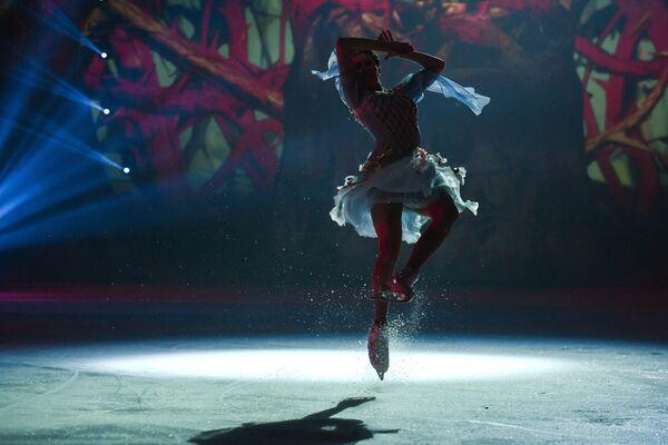 Фигуристка Алина Загитова выступает в ледовом шоу Спящая красавица. Легенда двух королевств