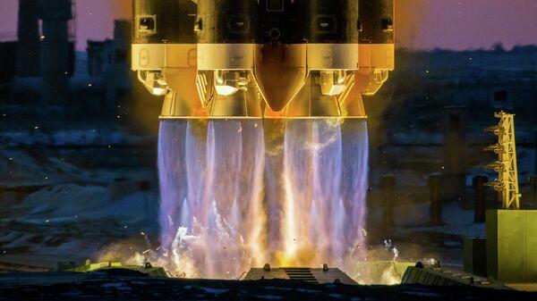 Пуск ракеты-носителя Протон-М с разгонным блоком ДМ-03 и российским космическим аппаратом Электро-Л № 3