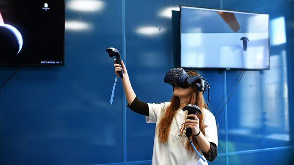 Девушка в детском технопарке Кванториум