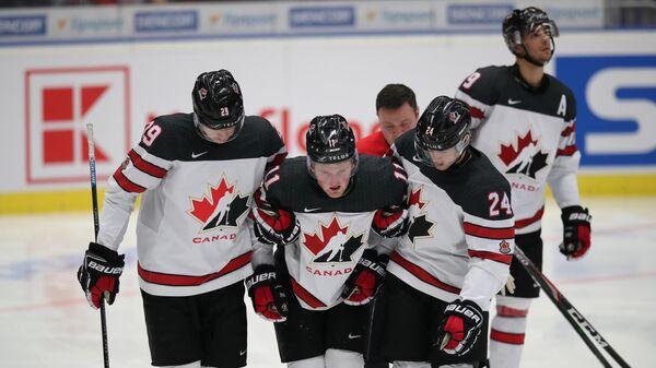 Хоккеисты молодежной сборной Канады по хоккею