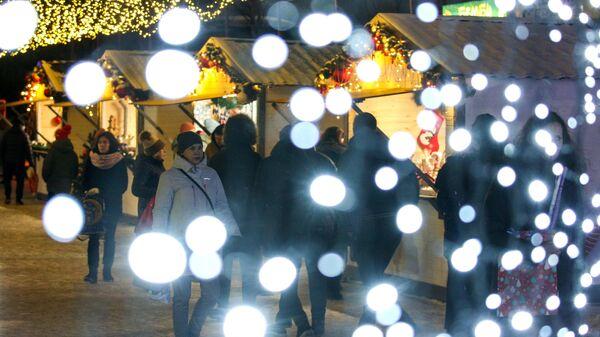 Новогодняя ярмарка на улице Самойловой в Мурманске