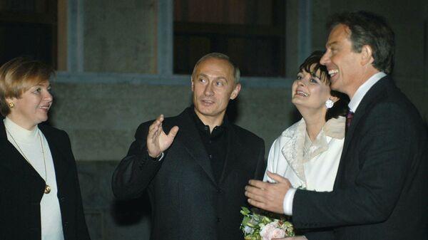 Фотография Владимира Путина и премьер-министром Великобритании Энтони Блэром с супругами, опубликованная на сайте 20.kremlin.ru