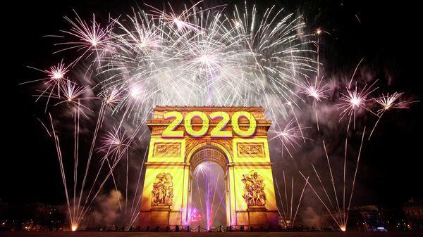 Новогодний фейерверк в Париже, Франция