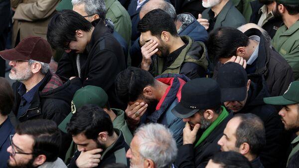Демонстранты во время акции протеста против убийства Касема Сулеймани