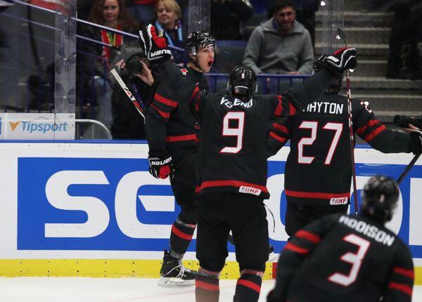 Хоккеисты молодежной сборной Канады