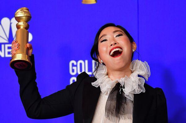 Актриса Аквафина получила Золотой глобус в категории Лучшая актриса в комедии/мюзикле за роль в фильме Прощание